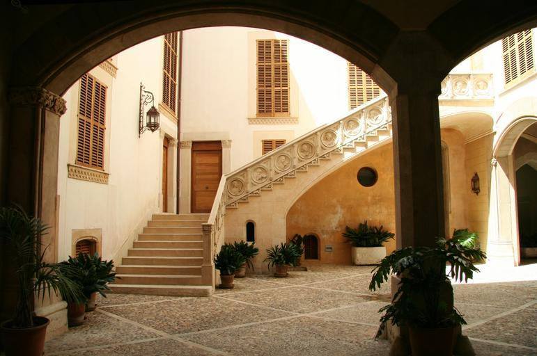 courtyard arcade stairs south hot shadow spain
