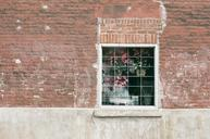window-building-brick-wall-498394.jpg